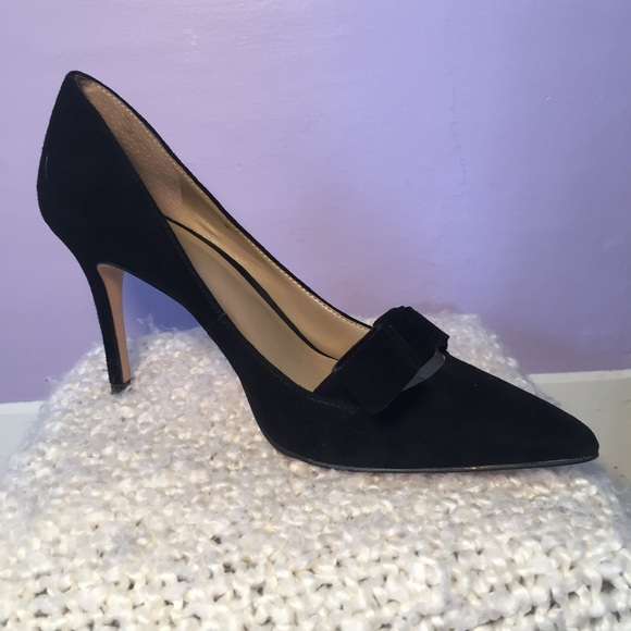 Ann Taylor Shoes - 🌸PRICE DROP🌸 Ann Taylor velvet bow heels